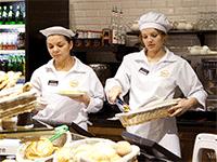 Персонал в пекарне