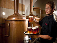 Работники на пивоварне